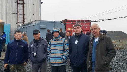 Сотрудники ИКФИА у комплекса МН-300